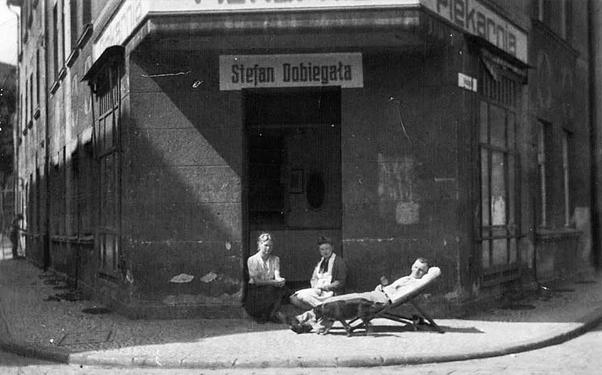 Piekarnia 1946 obecna ul. Mikołajska róg ul.Teatralnej dawniej ul. Dominikańska
